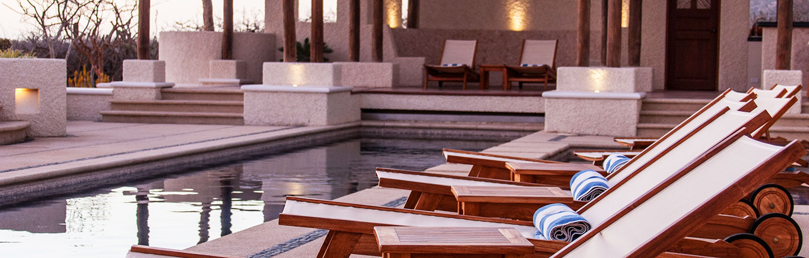 Mexico Yoga Retreats & Wellness Center: Chaise Lounges in the Swimming Pool