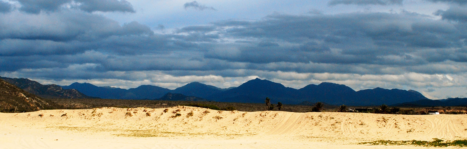 Hiking & Yoga Retreat in Mexico: Beach Dune and Mountains