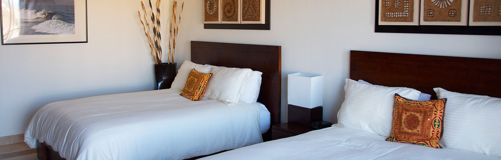 Mexico Yoga Retreat Center: Queen Beds in Upstairs Guest Bedroom