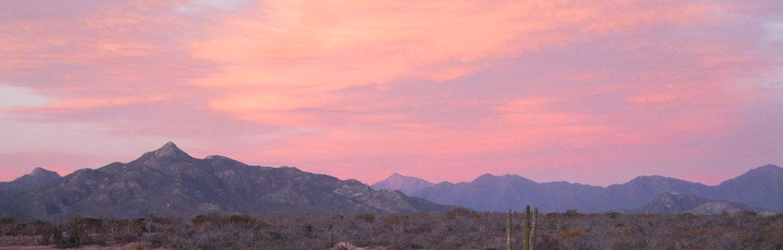 Hiking & Yoga Retreat in Mexico: Stunning Sunset over the Mountains